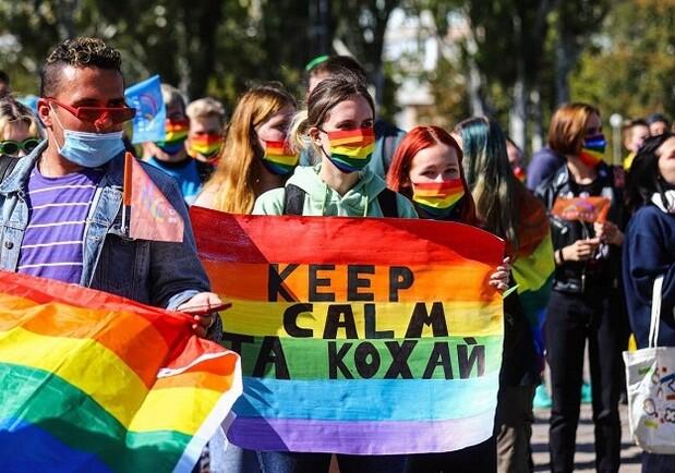 Sea seguro mientras sea Usted mismo: Rally de Igualdad LGBTQ en Kyiv, 2021- Cómo fue